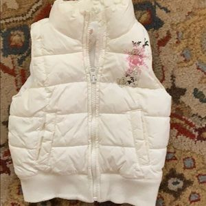 Old Navy cream puffer vest 4T